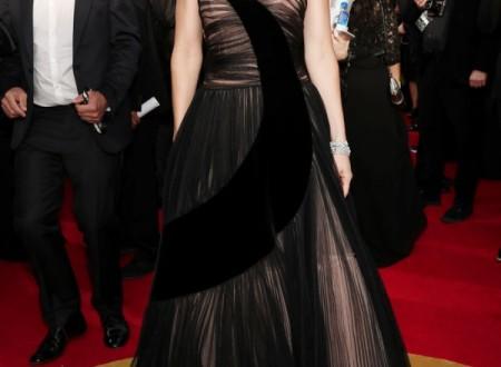 Jessica Biel brille dans une robe noire étonnante à Golden Globe Awards