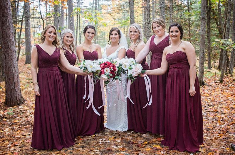 robes demoiselles d'honneur prune longues col en V et bustier