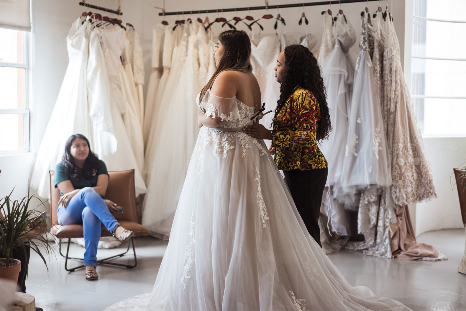 essayer sa robe de mariée au salon